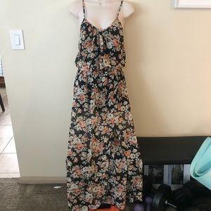 Dresses & Skirts - Like new black floral maxi dress